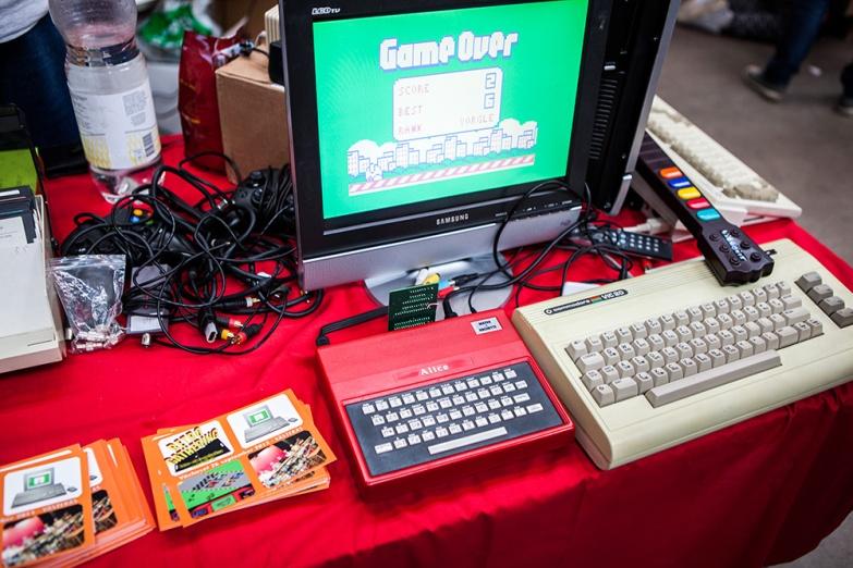 Alice vintage console