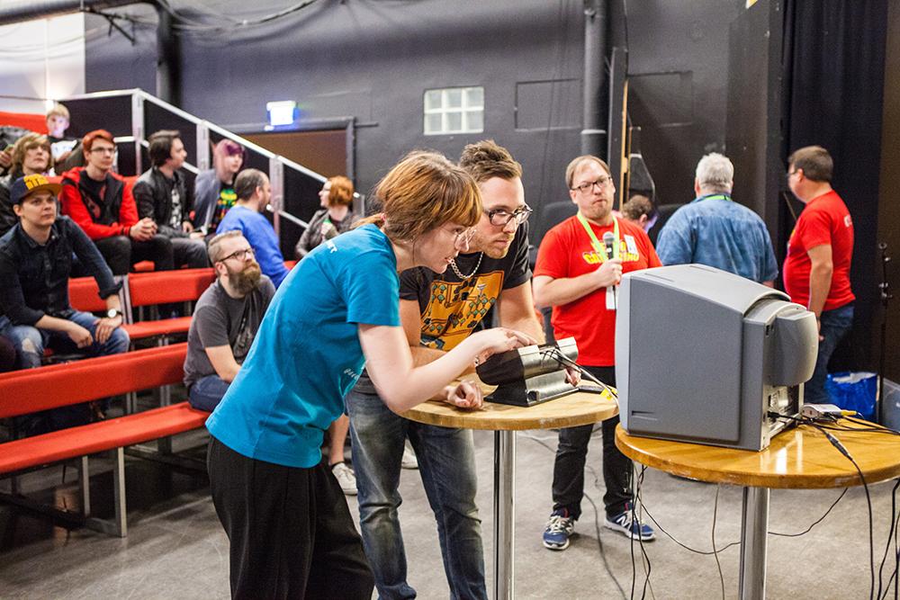 Geeky Gal Eleth playing Pong at Retro Gathering