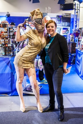 Geeky Gals with Silent Hill Nurse Cosplayer at Comic Con Malmö 2015