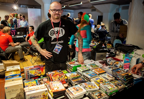 Retrospelsfestivalen 2014 - Maduin selling stuff ^_^