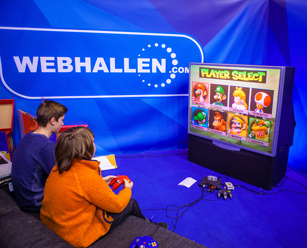 Kids playing N64