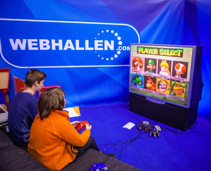 Kids playing N64