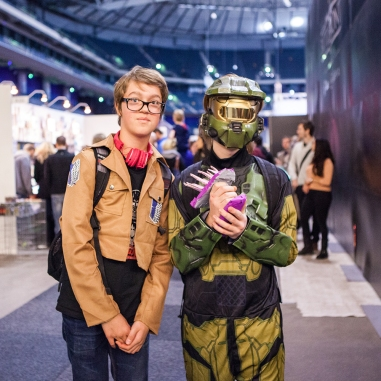 Master Chief and Attack on Titan Cosplay - ComicCon Gamex 2015