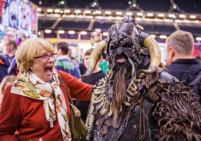 Scaring ladies - ComicCon Gamex 2015
