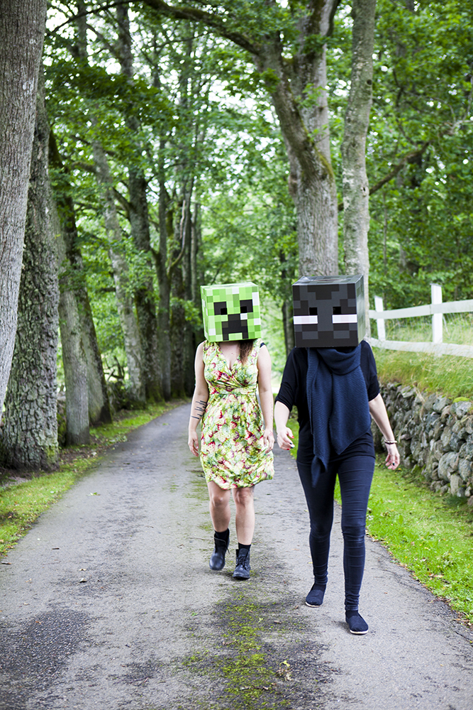 Enderman and Creeper taking a stroll