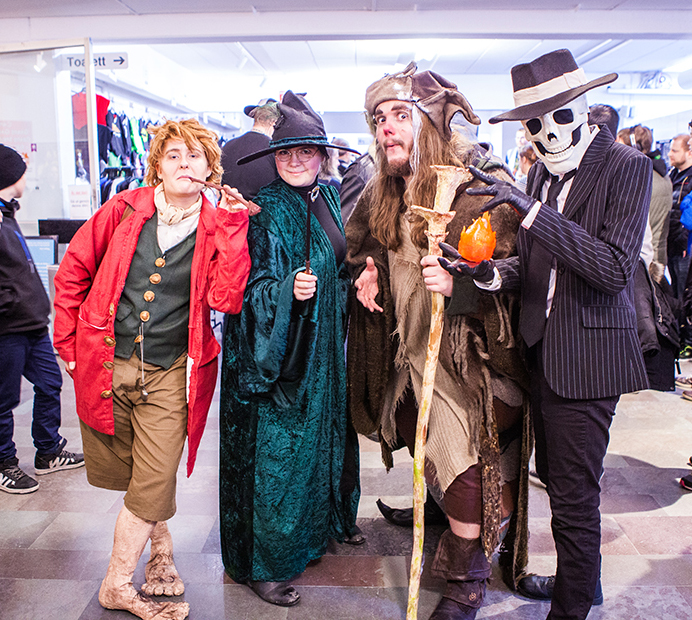 LOTR and Harry Potter cosplay at Sci-Fi World