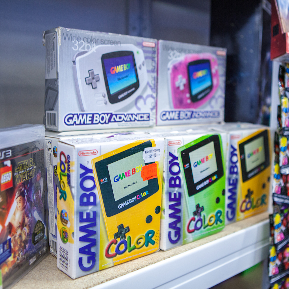 Boxed Game Boy Colors - Sci-Fi World