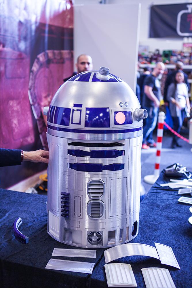 R2D2 - Sci-Fi World