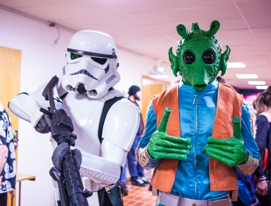 Storm Trooper & Greedo cosplay - Sci-Fi World